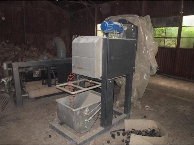 Lichidator judiciar, vand masina stors si despicat tricotaje - 2/2