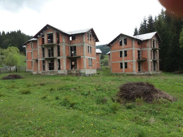 5 Vile nefinalizate si teren 5.708 mp Dorna-Arini - 1/5