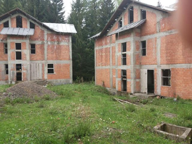 5 Vile nefinalizate si teren 5.708 mp Dorna-Arini - 2/5