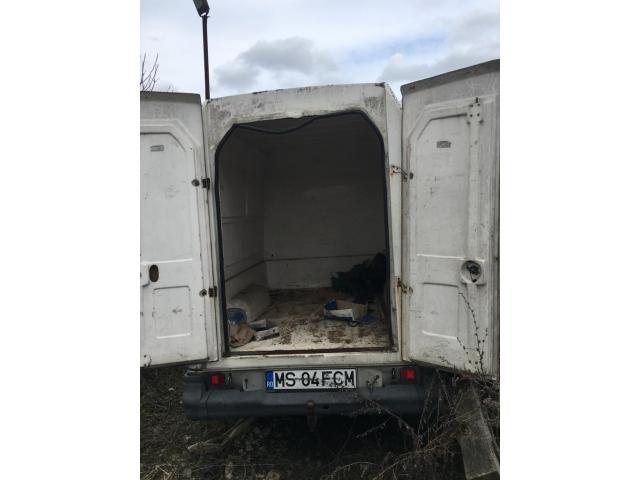Autoutilitara Dacia - 2/5