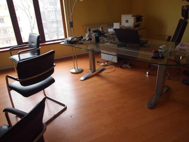 Lichidator judiciar, vand  stoc echipamente IT şi elemente de mobilier - 1/8