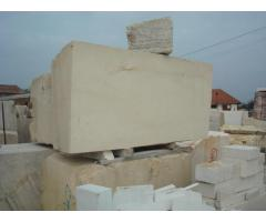 Piatra Baschioi si diverse echipamente construcții